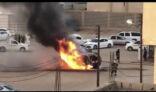 """بالفيديو.. """"فرق الدفاع المدني بالأفلاج"""" تسيطر على حريق اندلع بشكل مفاجئ في أحدى المركبات."""