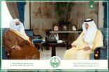 أمير منطقة مكة المكرمة يستقبل الشيخ عبدالعزيز الدوسري مدير عام فرع النيابة العامة